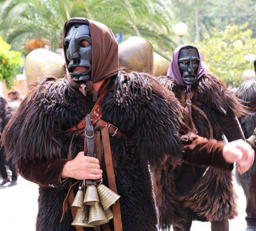 Mamoiada_-_Costume_tradizionale_(11)